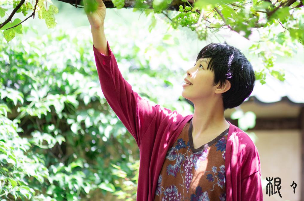 葡萄が実る、リネンのワンピース|根々