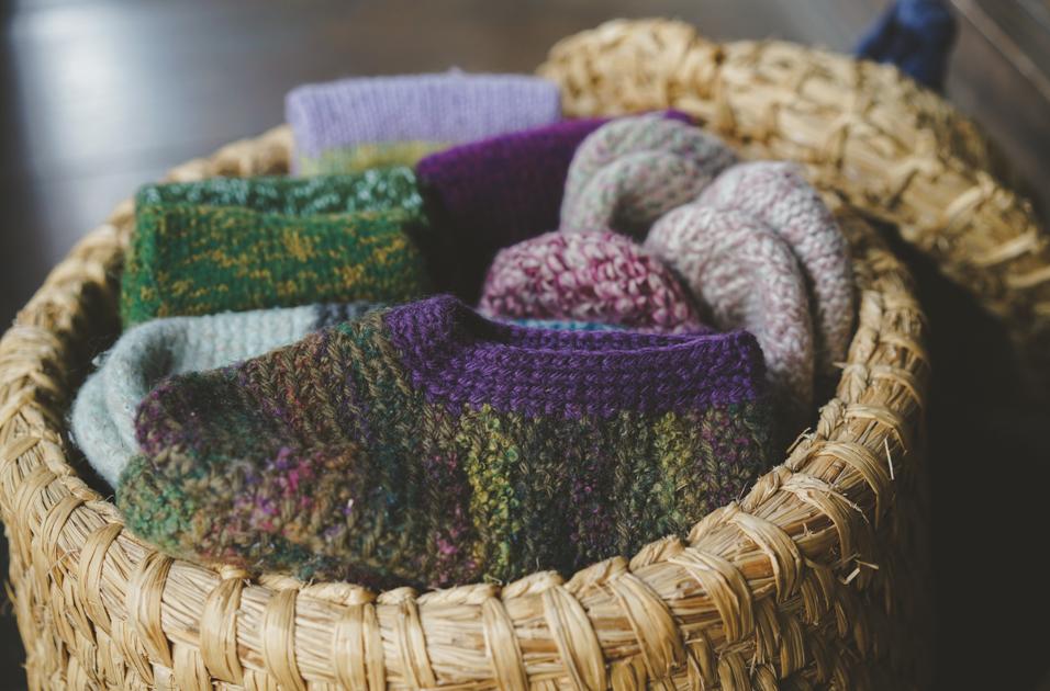 足元も心も温まる、マサエおばあさんの手編みの靴下